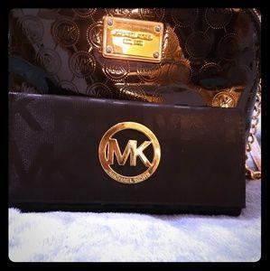 😍MK black thin monogram wallet